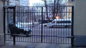 Двор с автоматическими воротами г. Москва, ул. Старая Басманная, д. 25