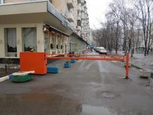 Откатной антивандальный шлагбаум на парковке у дома №36/50 по ул. Люсиновская (г. Москва)