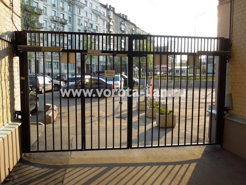 Ворота распашные_Москва_улица Новорязанская_фото 2