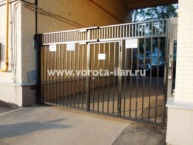 Ворота распашные_Москва_улица Новорязанская_фото 1