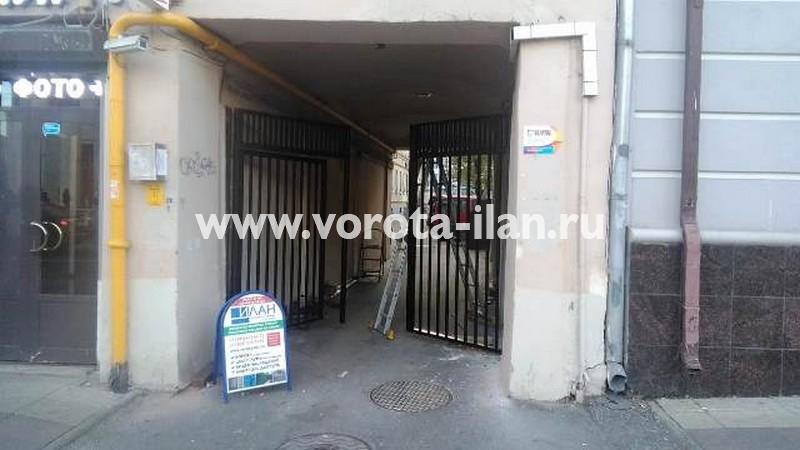 Москва_улица Новослободская д 5_ворота распашные со встроенной калиткой_2