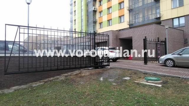 Москва_Большая Калитниковская 42а_ворота откатные с калиткой и секционным забором_2