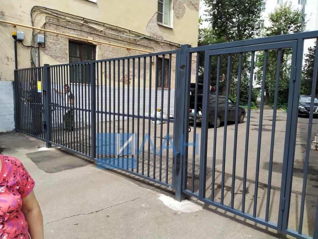 Москва_Каланчевская 47_распашные ворота, автоматика CAME A-5000, секция, секция со встроенной калиткой_фото 1
