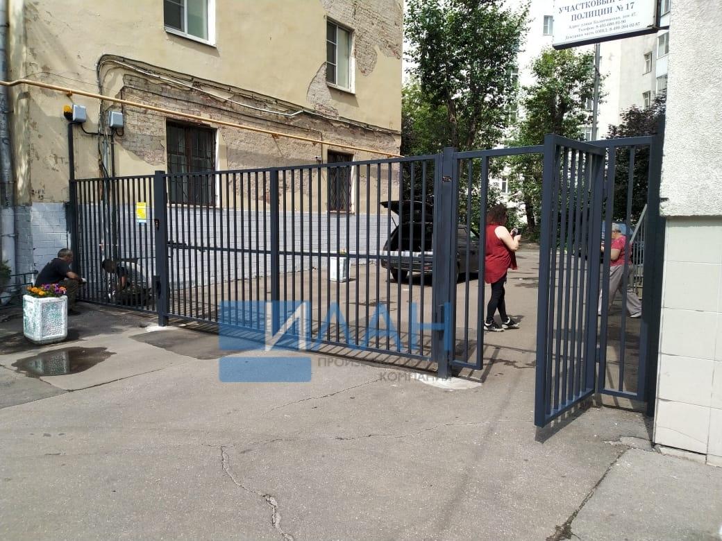 Москва_Каланчевская 47_распашные ворота, автоматика CAME A-5000, секция, секция со встроенной калиткой_фото 2