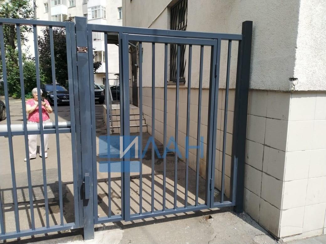Москва_Каланчевская 47_распашные ворота, автоматика CAME A-5000, секция, секция со встроенной калиткой_фото 5