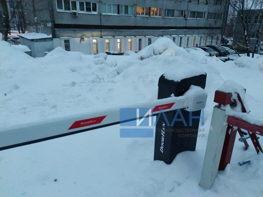 На территории МКД в Москве по адресу ул. Профсоюзная, д. 75 установлены два шлагбаума с повышенной защитой от вандализма — бюджетный вариант Doorhan и итальянский CAME Gard 3750_фото 1