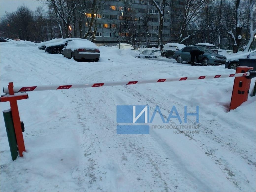 На территории МКД в Москве по адресу ул. Профсоюзная, д. 75 установлены два шлагбаума с повышенной защитой от вандализма — бюджетный вариант Doorhan и итальянский CAME Gard 3750_фото 6