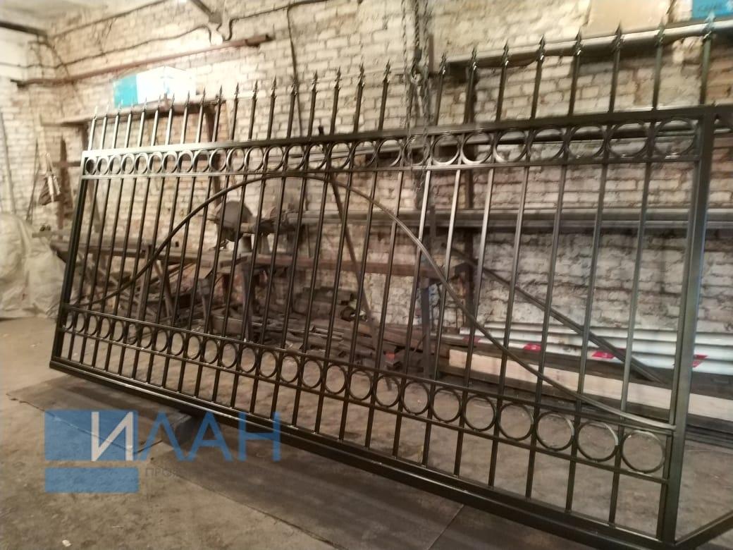 Откатные ворота для многоквартирного дома в Москве на улица Чаянова, изготовлены по индивидуальному эскизу от заказчика_фото 1