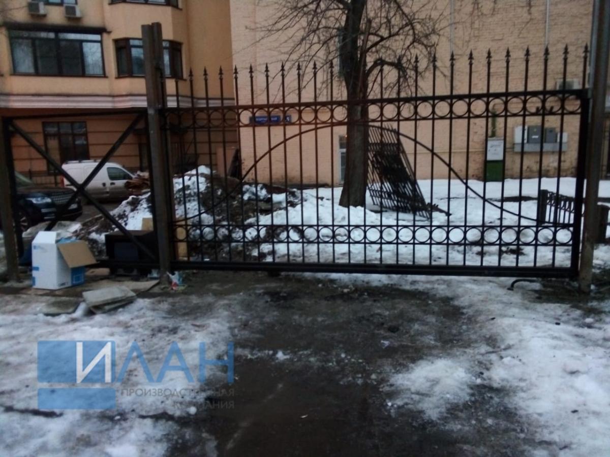 Откатные ворота для многоквартирного дома в Москве на улица Чаянова, изготовлены по индивидуальному эскизу от заказчика_фото 2