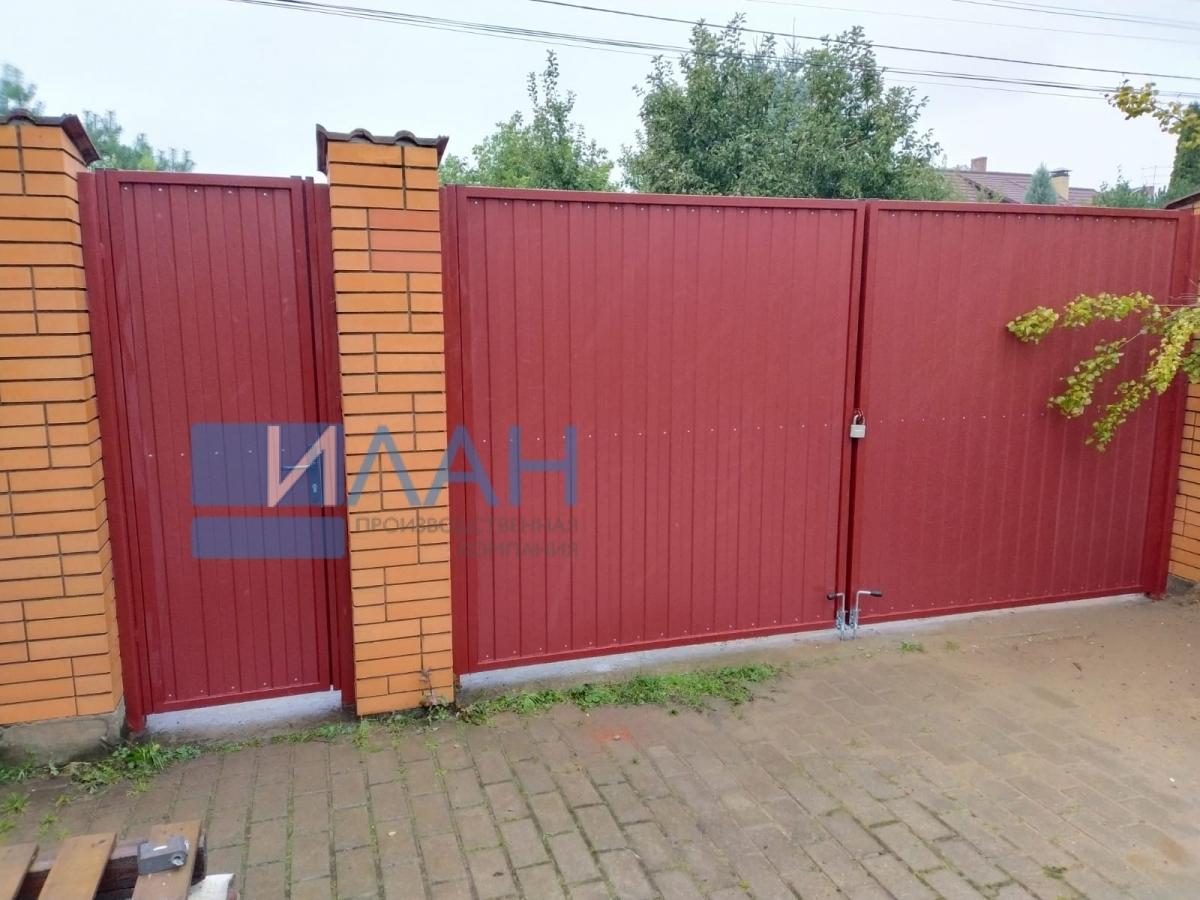 Распашные ворота в СНТ Гавриково-1, установленные на въезде в частное домовладение. Заказчик обратился по рекомендации соседа, у которого ворота, установленные ПК ИЛАН, работают уже 10 лет_фото 1