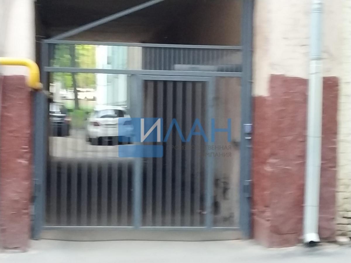 Одностворчатые распашные ворота с повышенной защитой от вандализма с калиткой без порога и облачной системой управления. Установлены в арке МКД в Москве на Электрическом проезде, д. 12_фото 2