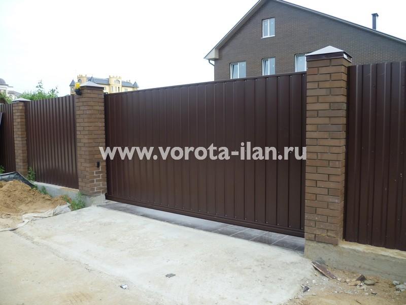 ворота откатные_темный кирпичный забор_фото 15