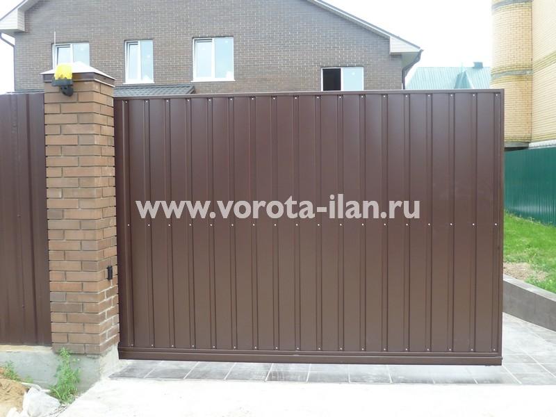ворота откатные_темный кирпичный забор_фото 9