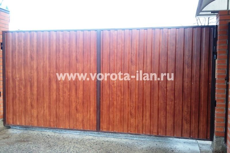 Ворота распашные_под красное дерево_фото 1
