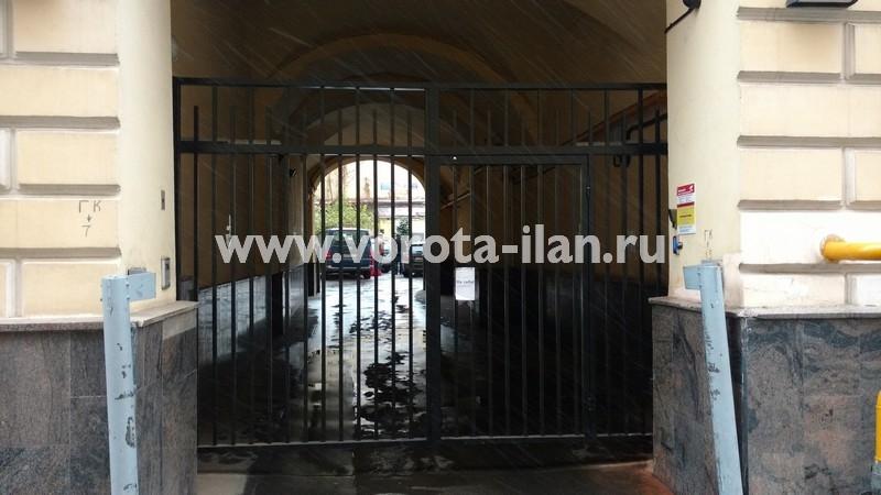 Ворота распашные с калиткой_московский двор_фото 2