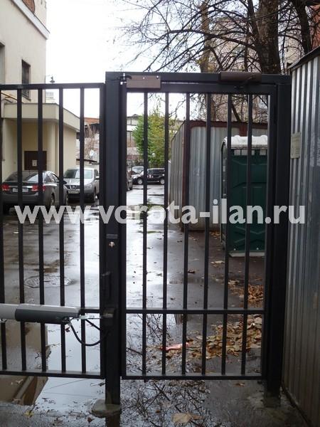 Ворота распашные с калиткой_Москва_фото 1