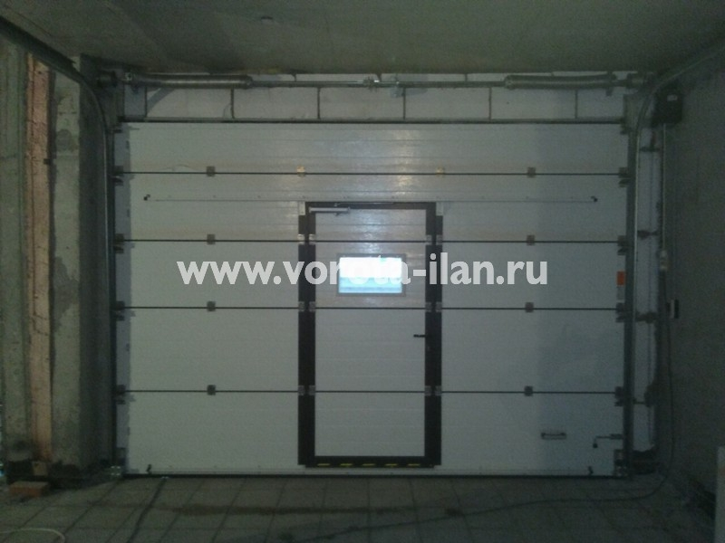 Ворота секционные гаражные_с калиткой_фото 1