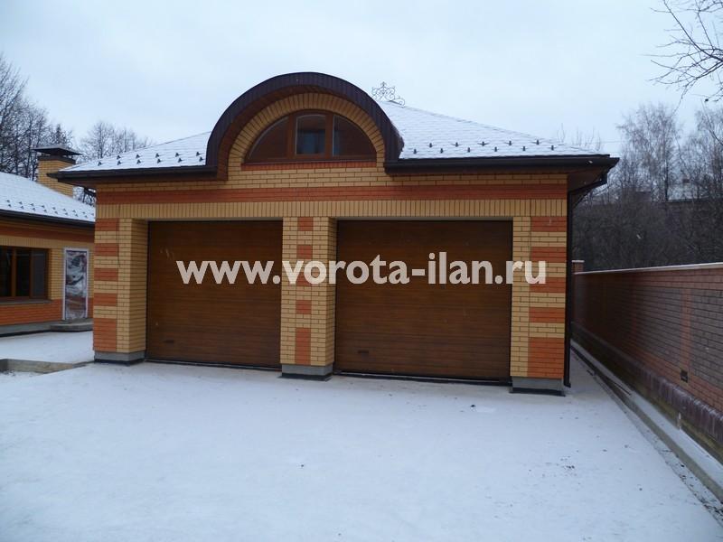 Ворота секционные гаражные_кирпичный гараж_фото 3