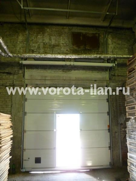 Ворота секционные промышленные белые с калиткой_фото 4