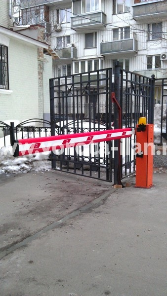 Москва_парковка у банка_шлагбаум CAME GARD4000_фото 3