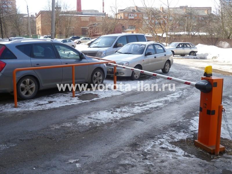 Москва_шлагбаум подъёмный во дворе_фото 4